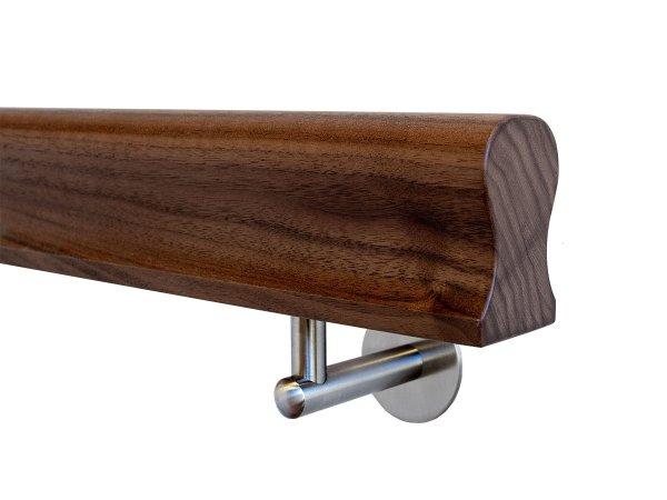 Holzhandlauf Nussbaum Omega Form in behandelt mit Halter