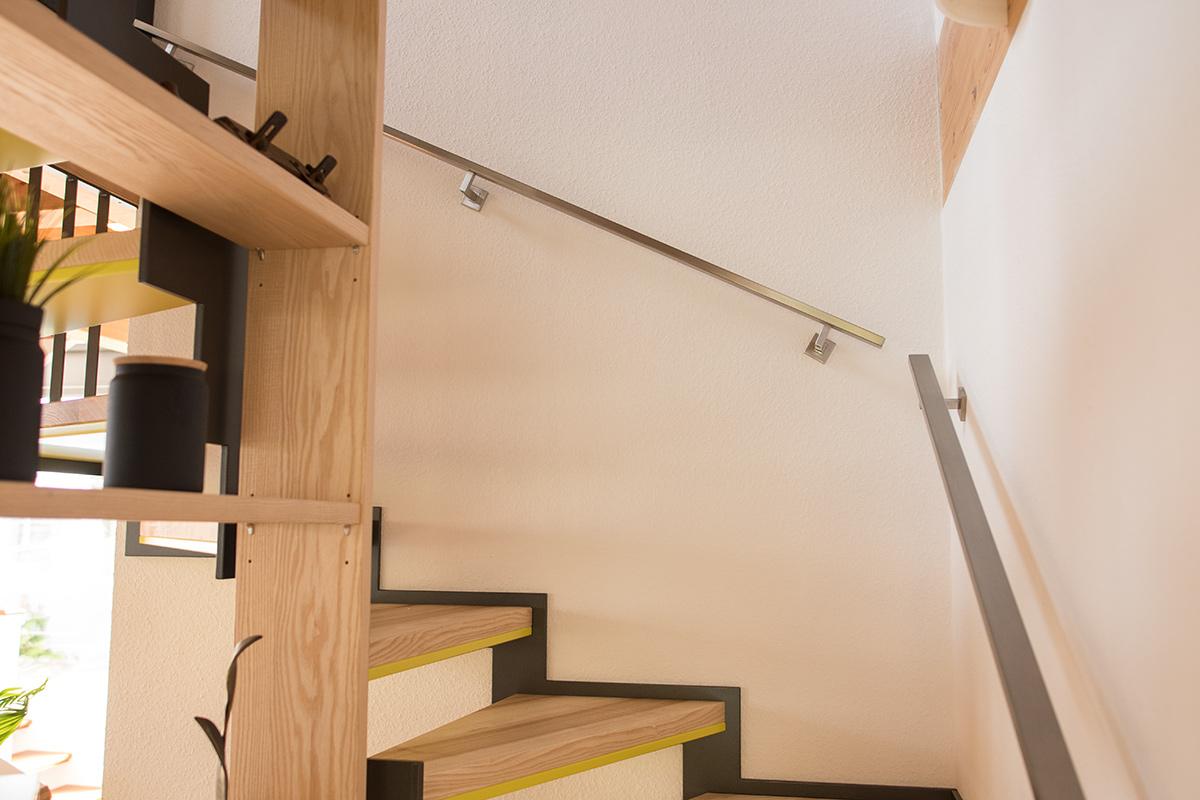 quadratischer edelstahl handlauf mit gewinkelten. Black Bedroom Furniture Sets. Home Design Ideas